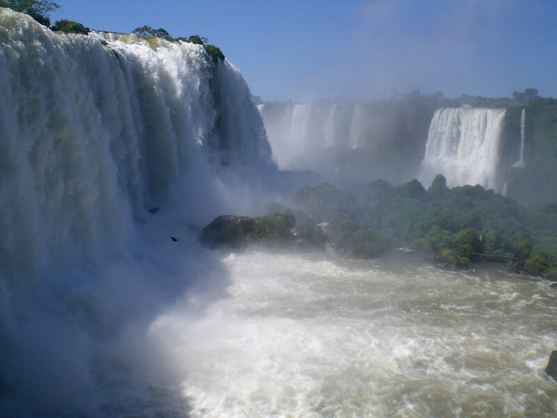 wasserfaelle-iguazu-brasilien-wasserfall