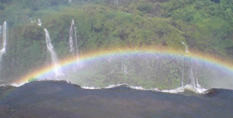 wasserfaelle-iguazu-regenbogen