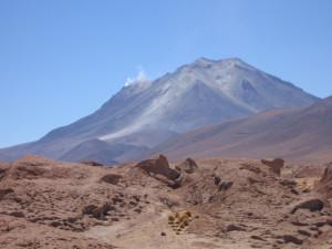 salzwüste-salar-de-uyuni-bolivien-Vulkan Ollague