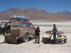 salzwüste-salar-de-uyuni-bolivien-gelaendewagen
