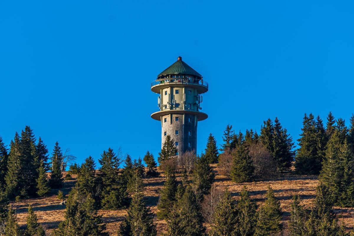 Der Feldbergturm war früher ein Funkturm wurde vor einigen Jahren allerdings für Besucher geöffnet.