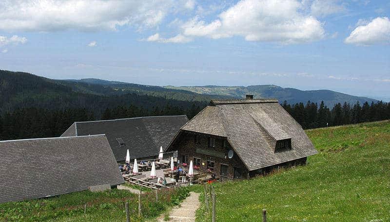 Die Wilhelmer Hütte zieht Besucher durch die schöne Aussicht und die freundliche Bedienung an.