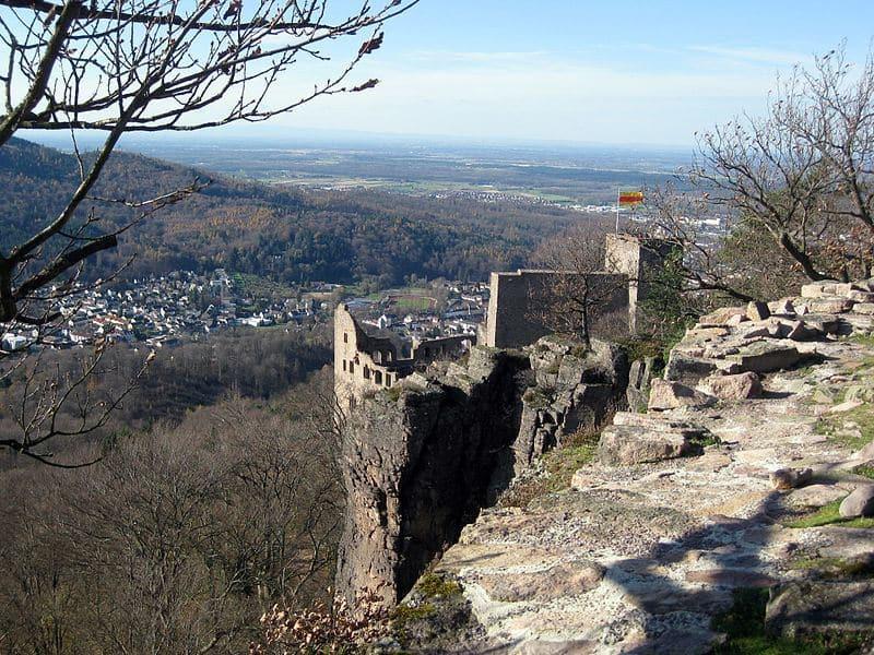 Wunderschöner Blick vom Battersfels über die Rheinebene.