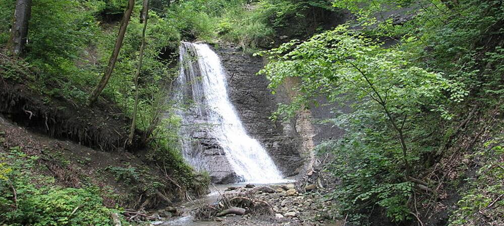 Der Schleifenbach-Wasserfall stürzt hier 20 m in die Tiefe.